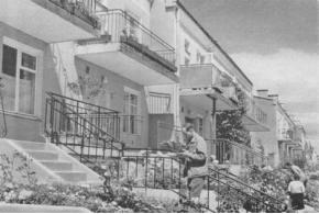 Э. Гольдзамт. Промежуточная зона между деревней и городом и перспективы расселения. 1973