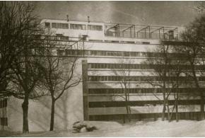 М. Гинзбург и И. Милинис. Дом сотрудников Наркомфина в Москве. 1929